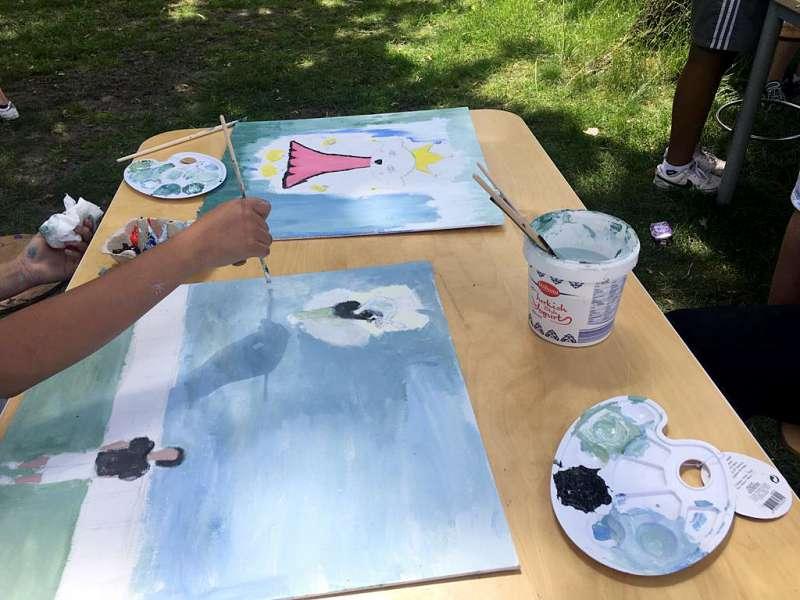 Kinderen uit West schilderen museumstukken